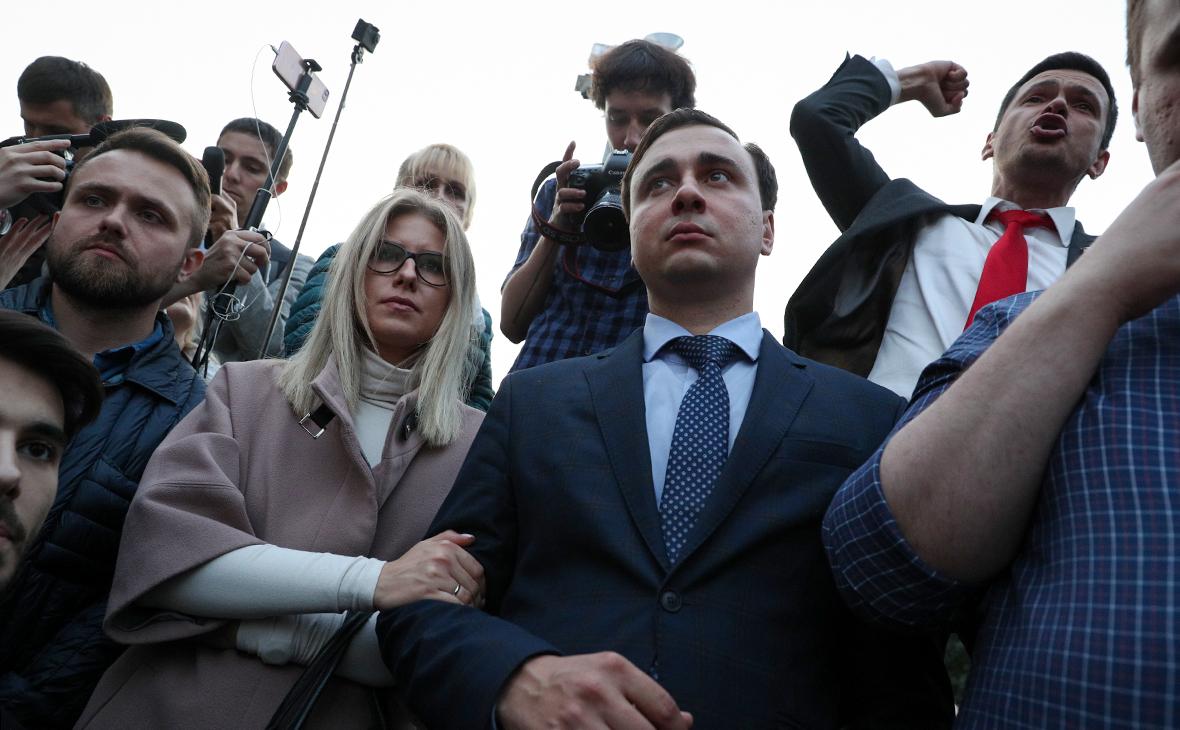 Любовь Соболь, Иван Жданов и Илья Яшин (на втором плане справа)