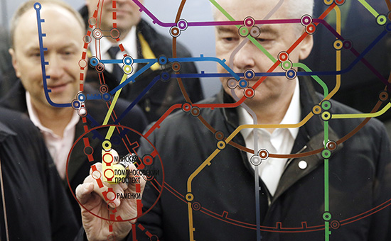 Мэр Москвы Сергей Собянин (справа) вовремя открытия участка от«Делового центра» до«Раменок»