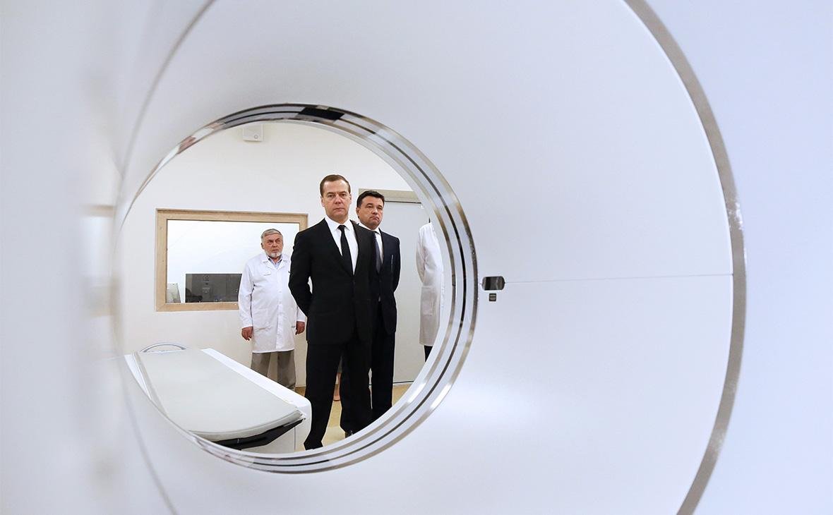 Дмитрий Медведев во время посещения Онкорадиологического центра в Балашихе