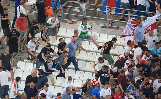 Беспорядки натрибунах послезавершения матча Англия—Россия наЧЕ-2016