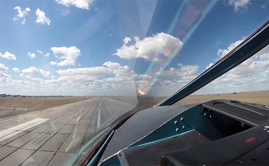 Бомбардировщик Су-34 ВКС РФ во время взлета с авиабазы Хамадан