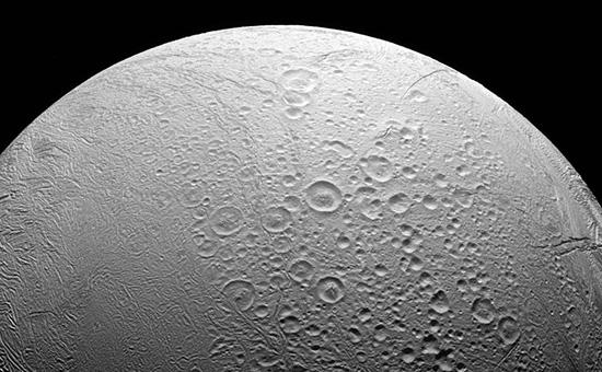 Cпутник Сатурна Энцелад  Иллюстрация: Nasa.gov