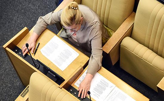 Председатель комитета Государственной думы России по вопросам семьи, женщин и детей Елена Мизулина во время заседания Госдумы