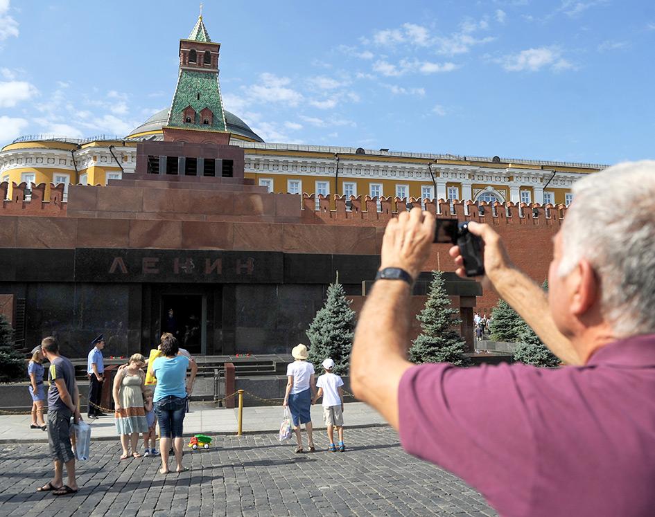 Вид на Мавзолей В. И. Ленина на Красной площади
