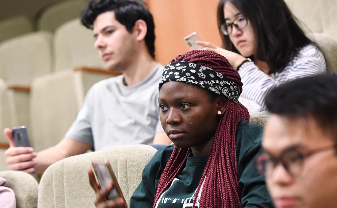 Иностранные студенты во время лекции