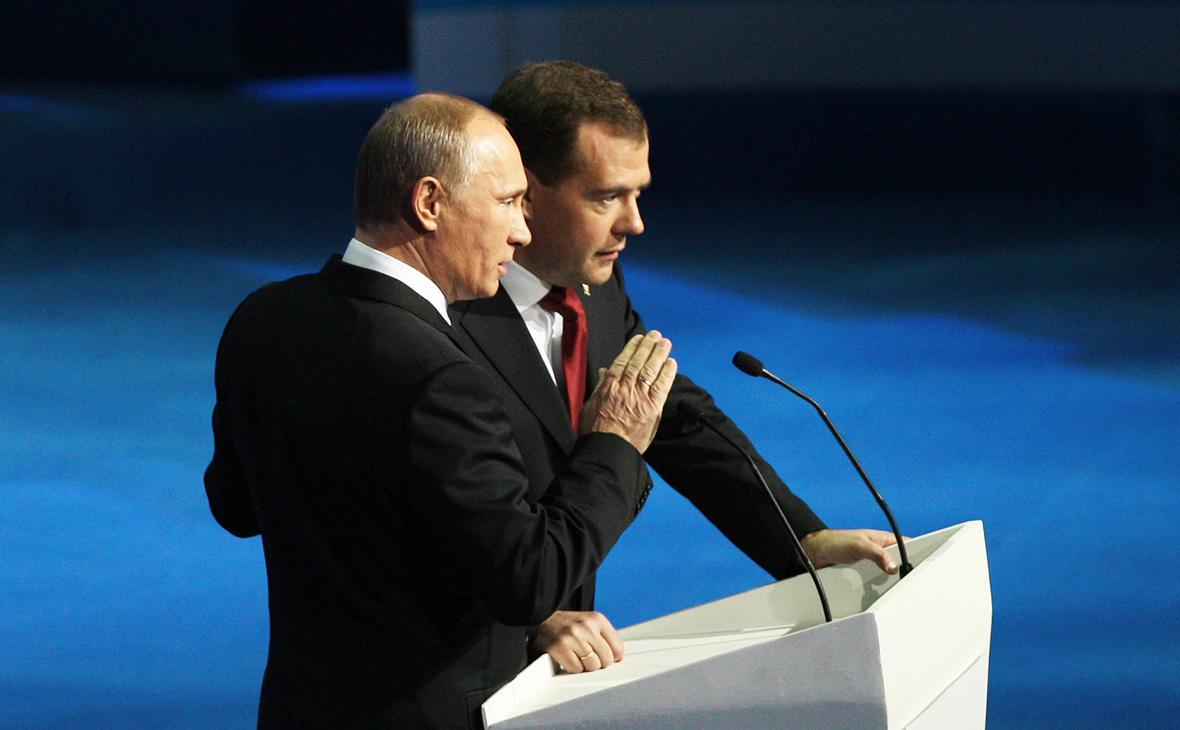 Владимир Путин (слева) и Дмитрий Медведев