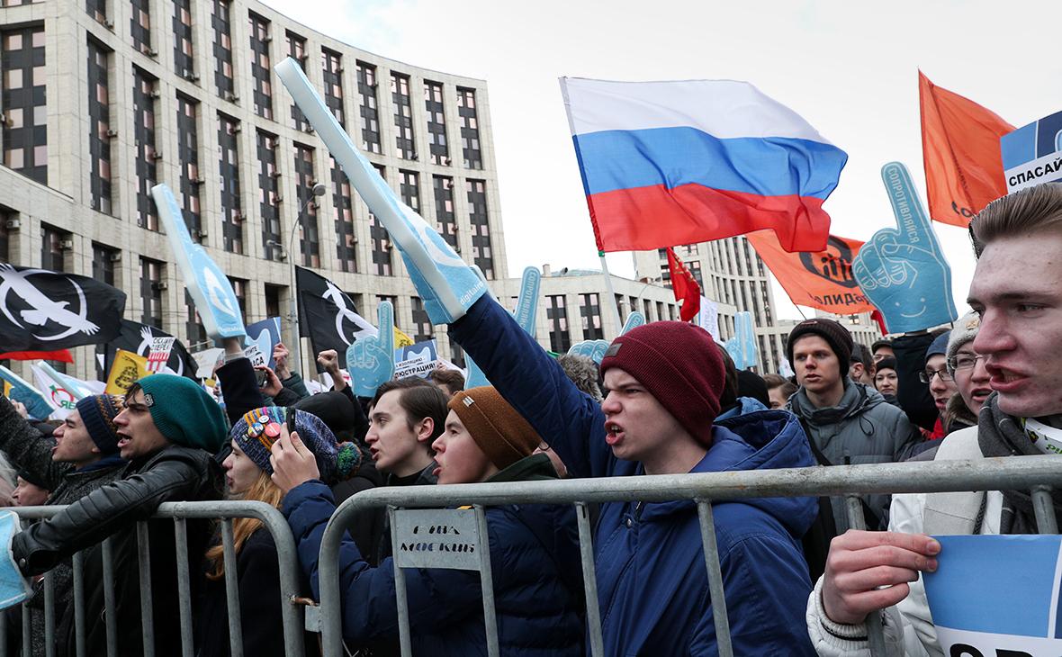 Участники митинга против изоляции российского интернета в Москве