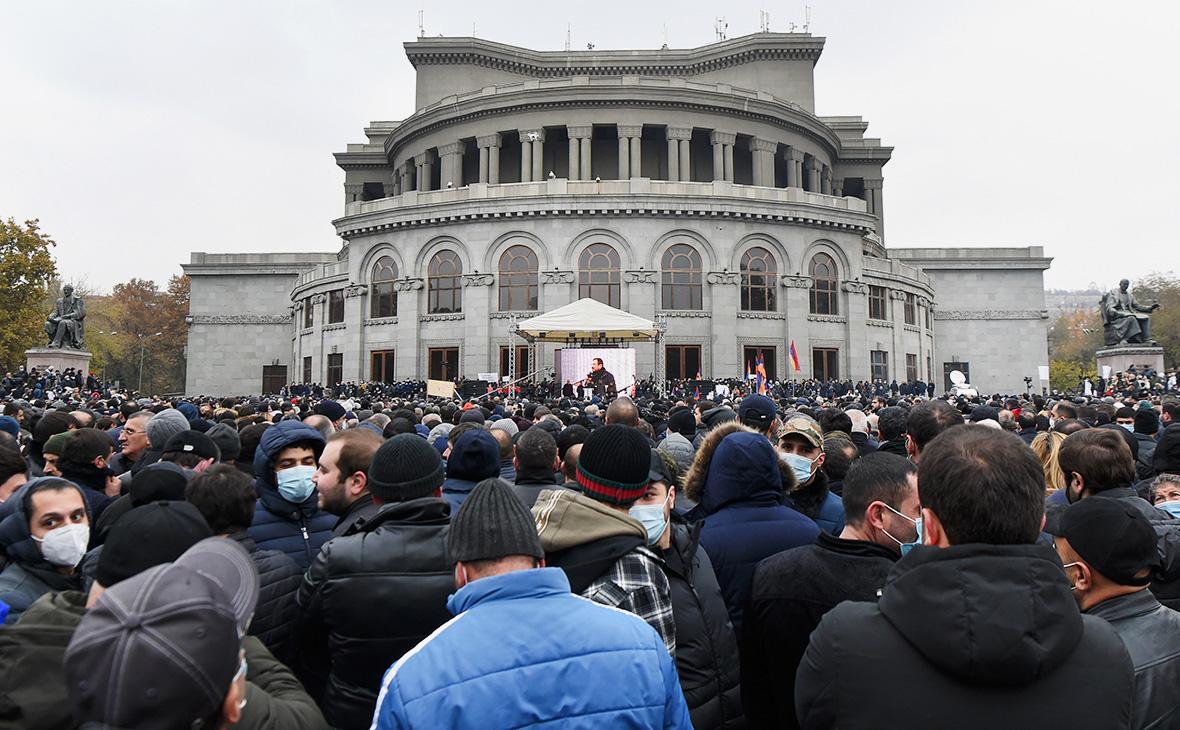 Акция протеста с требованием отставки НиколаПашиняна на площади Свободы, Ереван