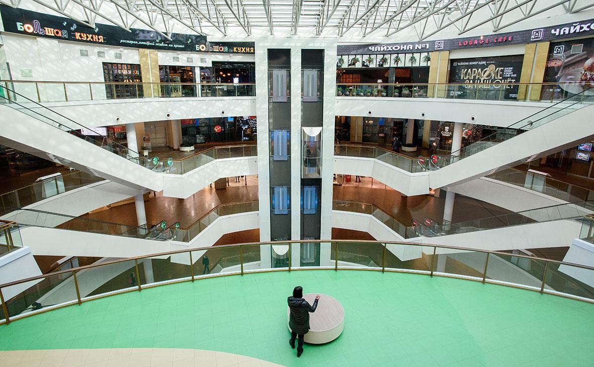 Пустой торговый центр во время пандемии коронавируса