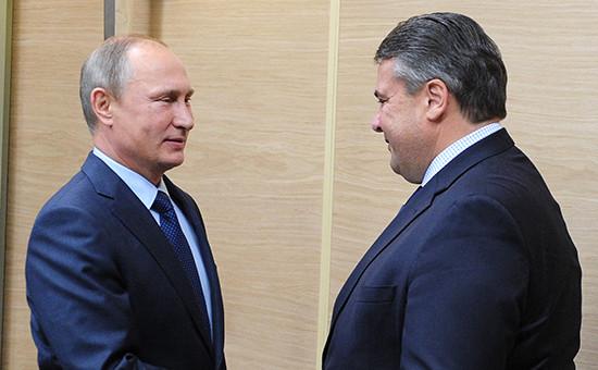 Президент России Владимир Путин (слева) ивице-канцлер Германии Зигмар Габриэль, октябрь 2015 года