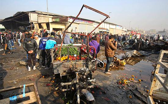 Последствия взрыва на рынке в Багдаде