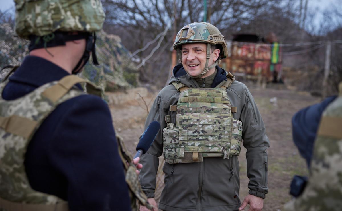 Зеленский приехал на позиции украинских военных на границе с Крымом