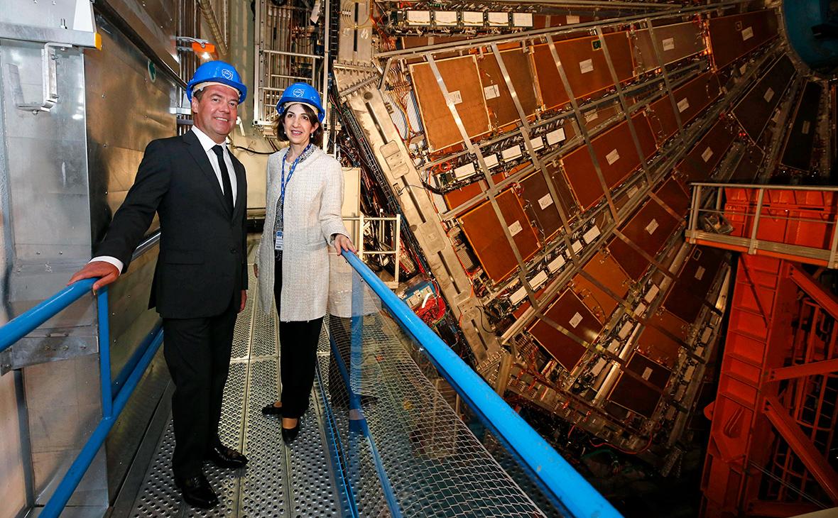Дмитрий Медведев и генеральный директор Европейского центра ядерных исследований Фабиола Джанотти