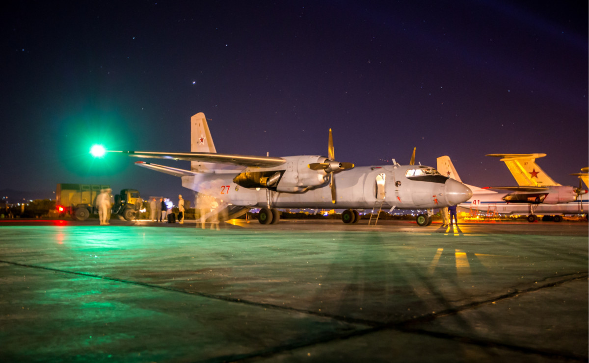 Самолет Ан-26 на авиабазе Хмеймим (фото от 22.04.18)