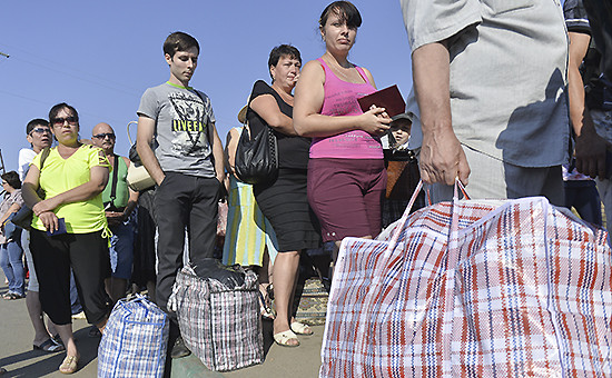 Беженцы с юго-востока Украины на российско-украинской границе, архив