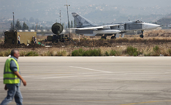 Российский фронтовой бомбардировщик Су-24М на авиабазе Хмеймим