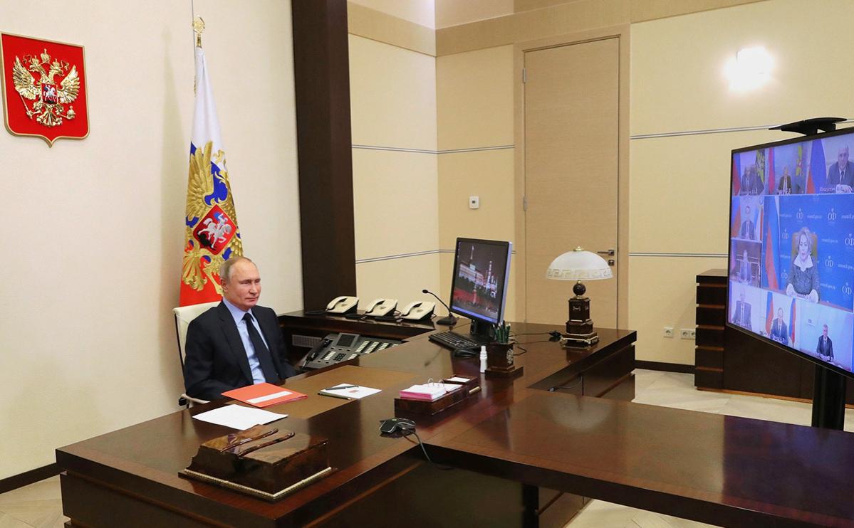 Владимир Путин на совещании с постоянными членами Совета безопасности (в режиме видеоконференции)