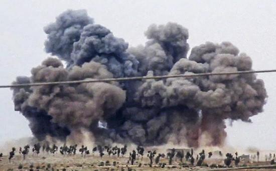 Дымпосле авиаударав Кафр-Набелепровинции Идлиб, Сирия