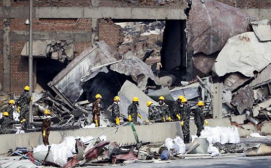 Спасатели на месте взрывав китайском Тяньцзине