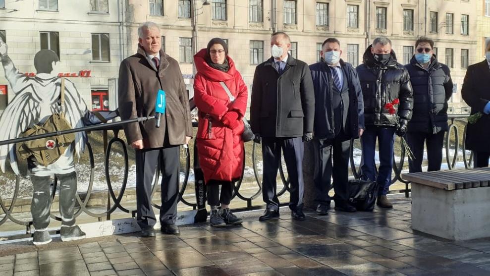 Мария Касьяненко на церемонии открытия памятника погибшим медикам
