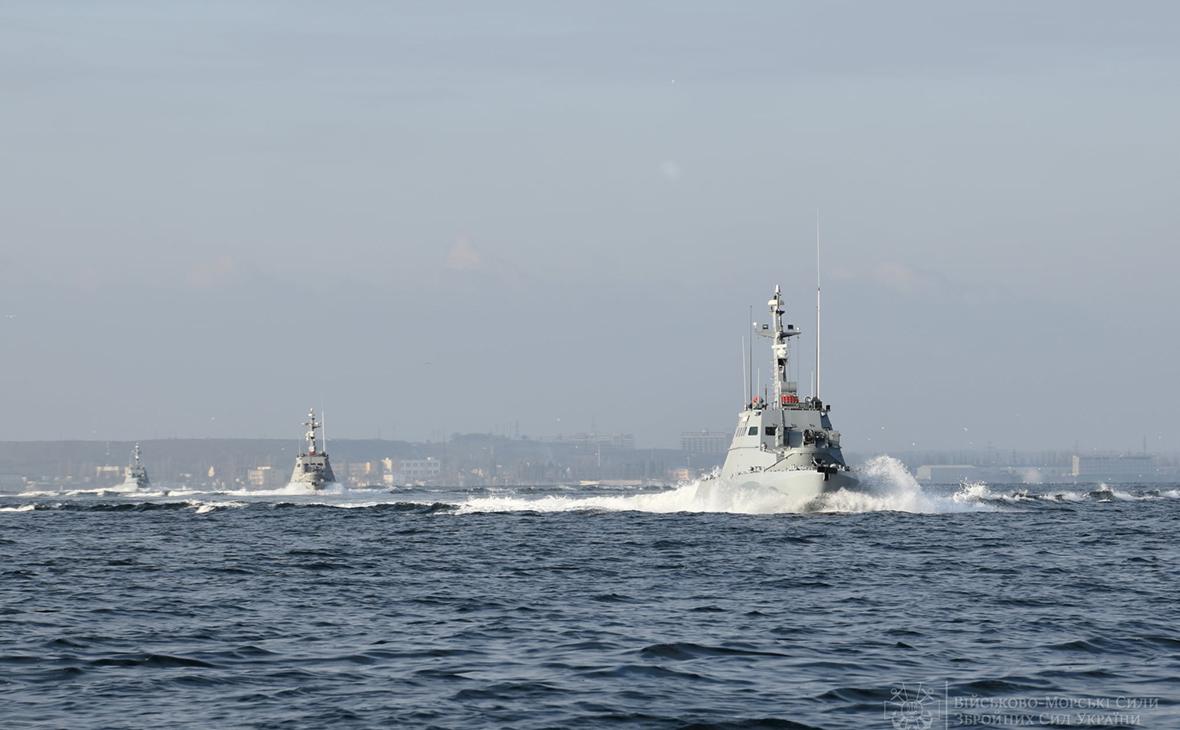 Украина обвинила ФСБ в попытках помешать военным в Азовском море