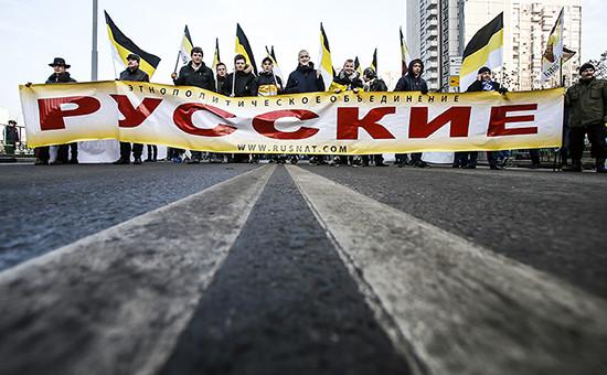 Участники акции «Русский марш»  в московском районе Люблино. 4 ноября 2014 года