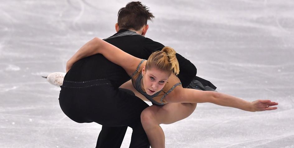 Екатерина Александровская со своим партнером по выступлению в парном катании Харли Уиндзором
