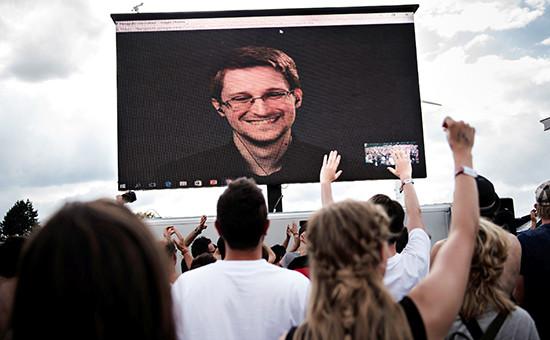 Бывший сотрудник спецслужб США Эдвард Сноуден