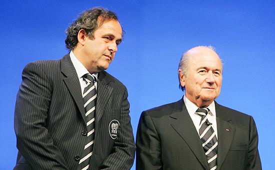 Руководитель УЕФА МишельПлатини и действующий глава ФИФА Зепп Блаттер (слева направо)