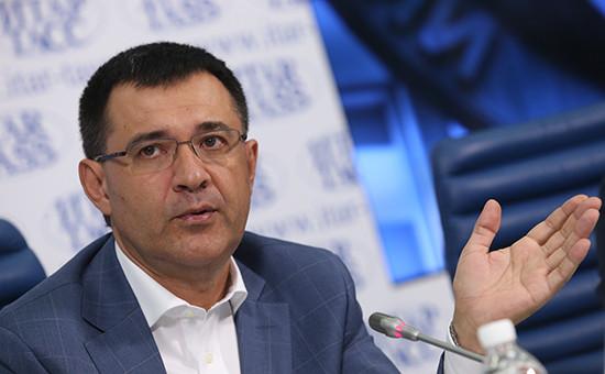 Отец РоманаСелезнева депутат Госдумы РФ Валерий Селезнев