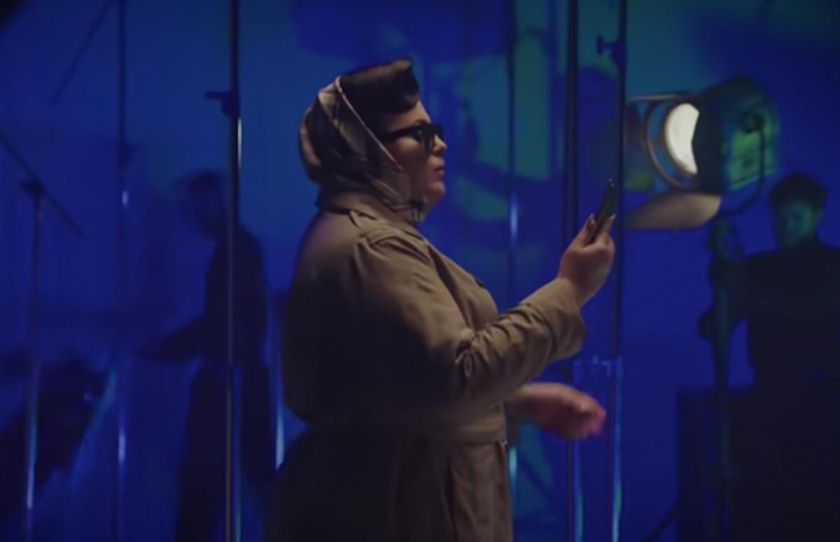 Кадр из клипа «Фотосессия»