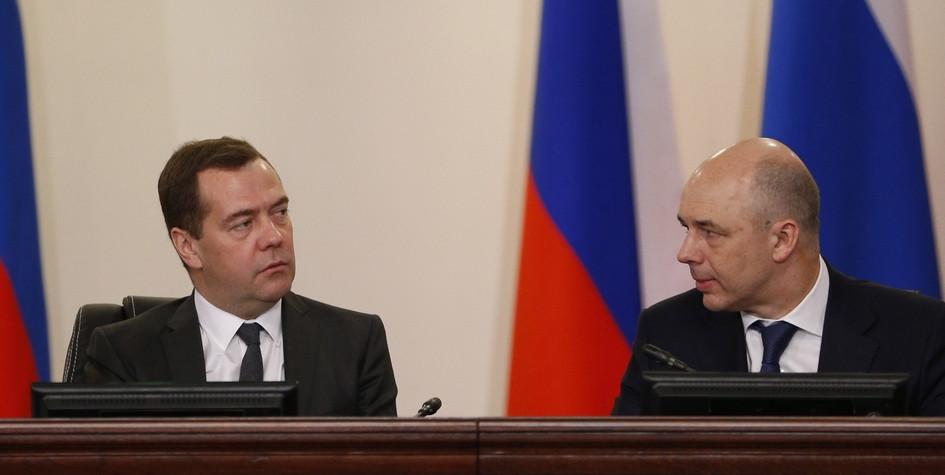 Премьер-министр России Дмитрий Медведев и министр финансов Антон Силуанов