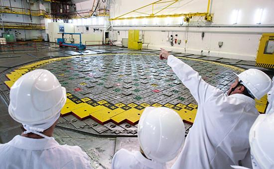 Сотрудники Ленинградской атомной станции в реакторном зале. Архивное фото