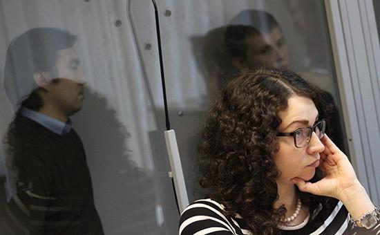 АдвокатОксана Соколовская, россияне Евгений Ерофеев иАлександр Александров (слева направо навтором плане), март 2016 года