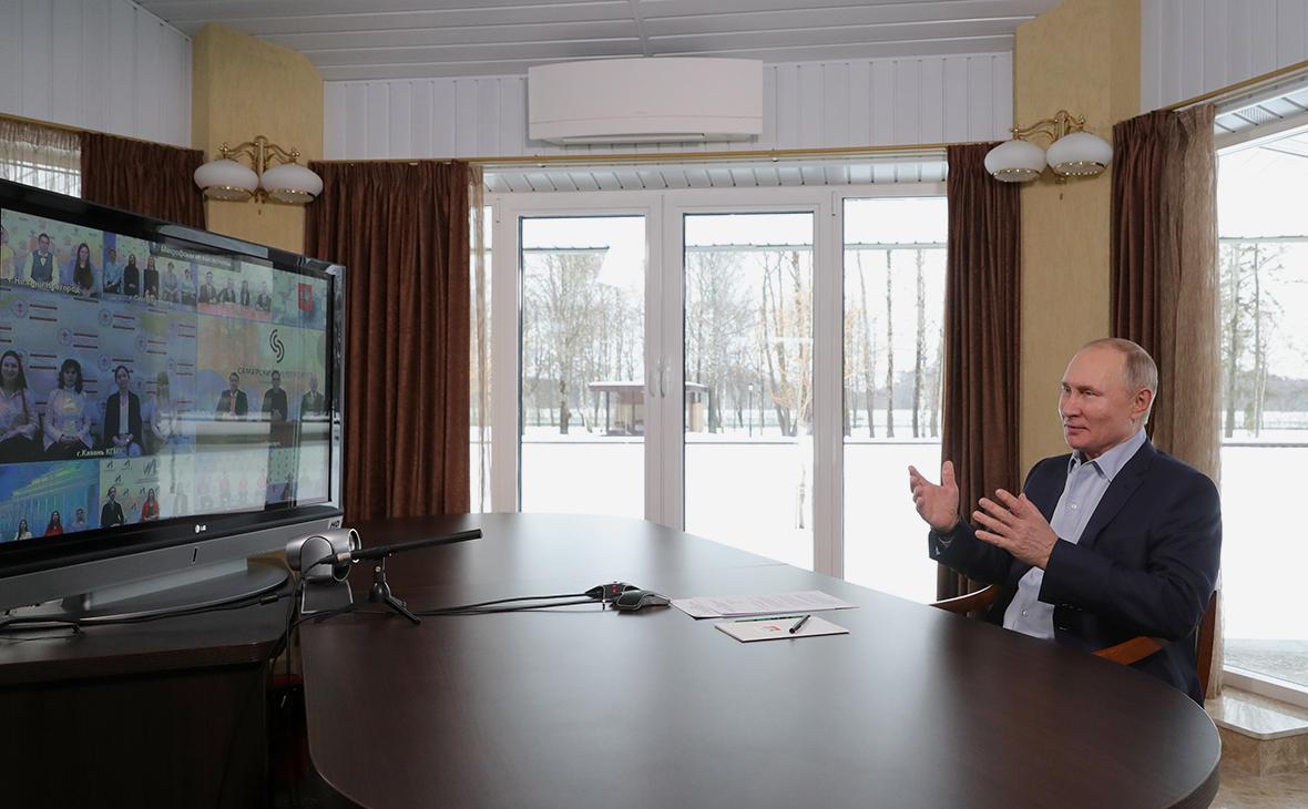 Путин заявил о возможности постепенно снимать коронавирусные меры
