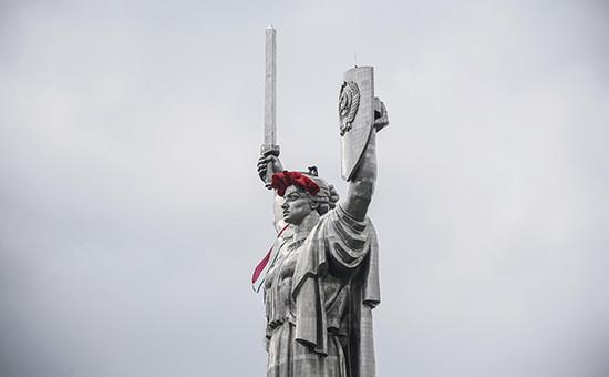 Монумент «Родина-мать» в Киеве