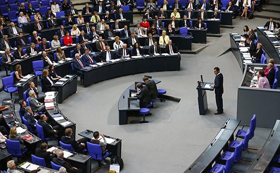 Нижняя палата парламента Германии (бундестаг) вовремя заседания 2 июня 2016 года
