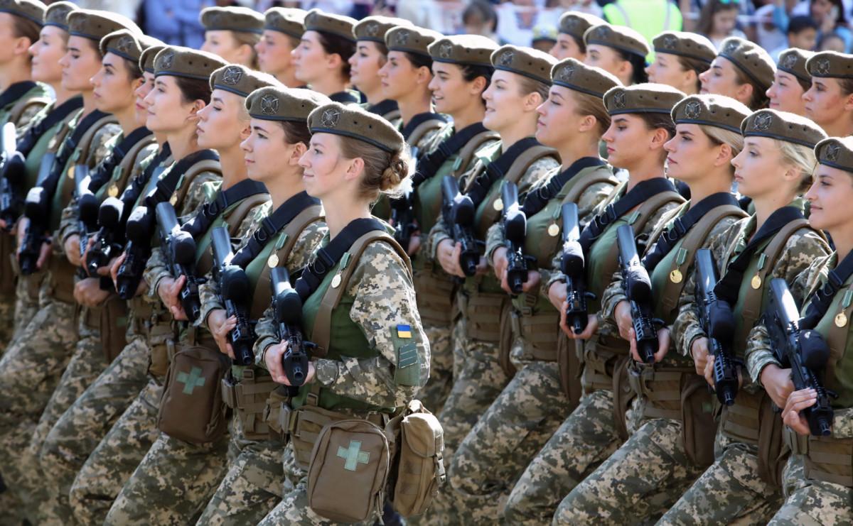 Женское подразделение на параде в честь Дня независимости Украины