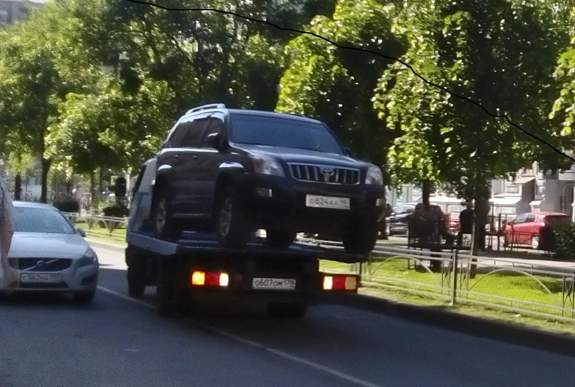 Санкт-Петербург. Принудительная эвакуация автомобиля