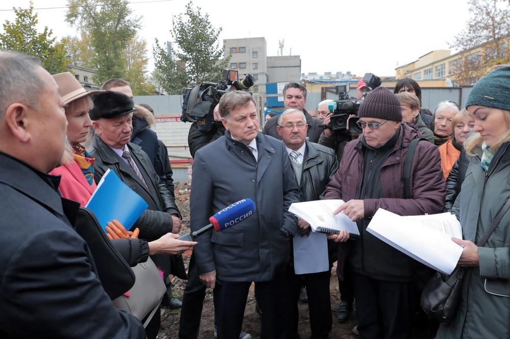 Спикер Законодательного собрания Петербурга Вячеслав Макаров (в центре)