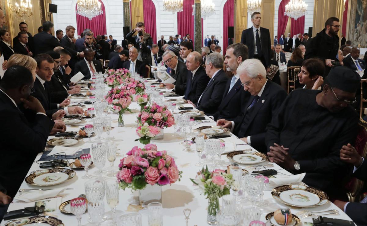 Мировые лидеры во время рабочего завтрака в Елисейском дворце