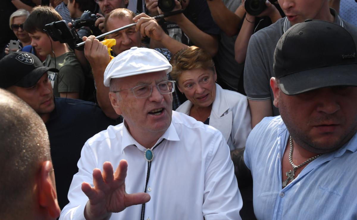 Владимир Жириновский на акции протеста против пенсионной реформы в центре Москвы
