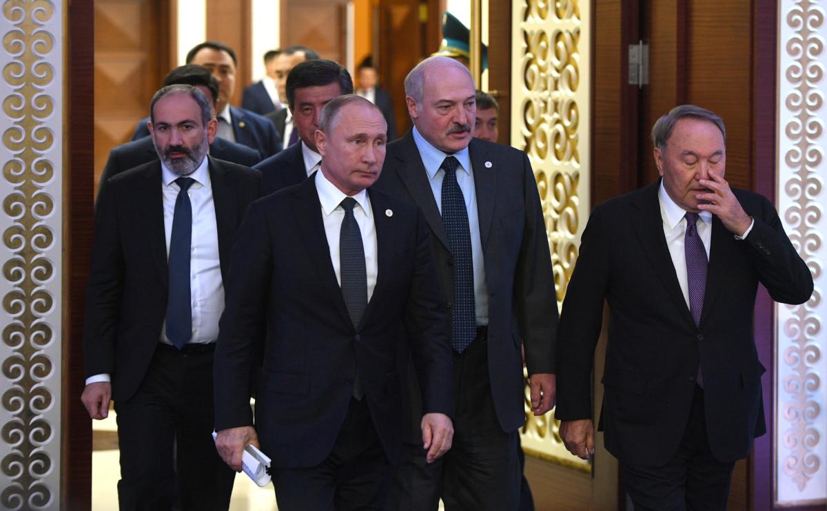 Лидеры стран ОДКБ перед началом саммита в Астане