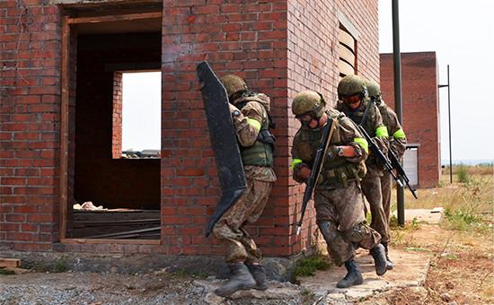Военнослужащие Росгвардии вовремя тактических учений