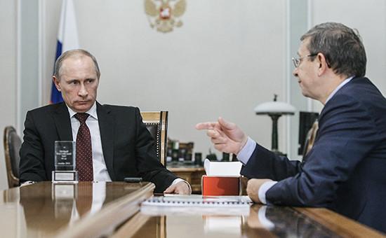 Владимир Путин с Владимиром Евтушенковым на встреча в Ново-Огарево 28 декабря 2010 года