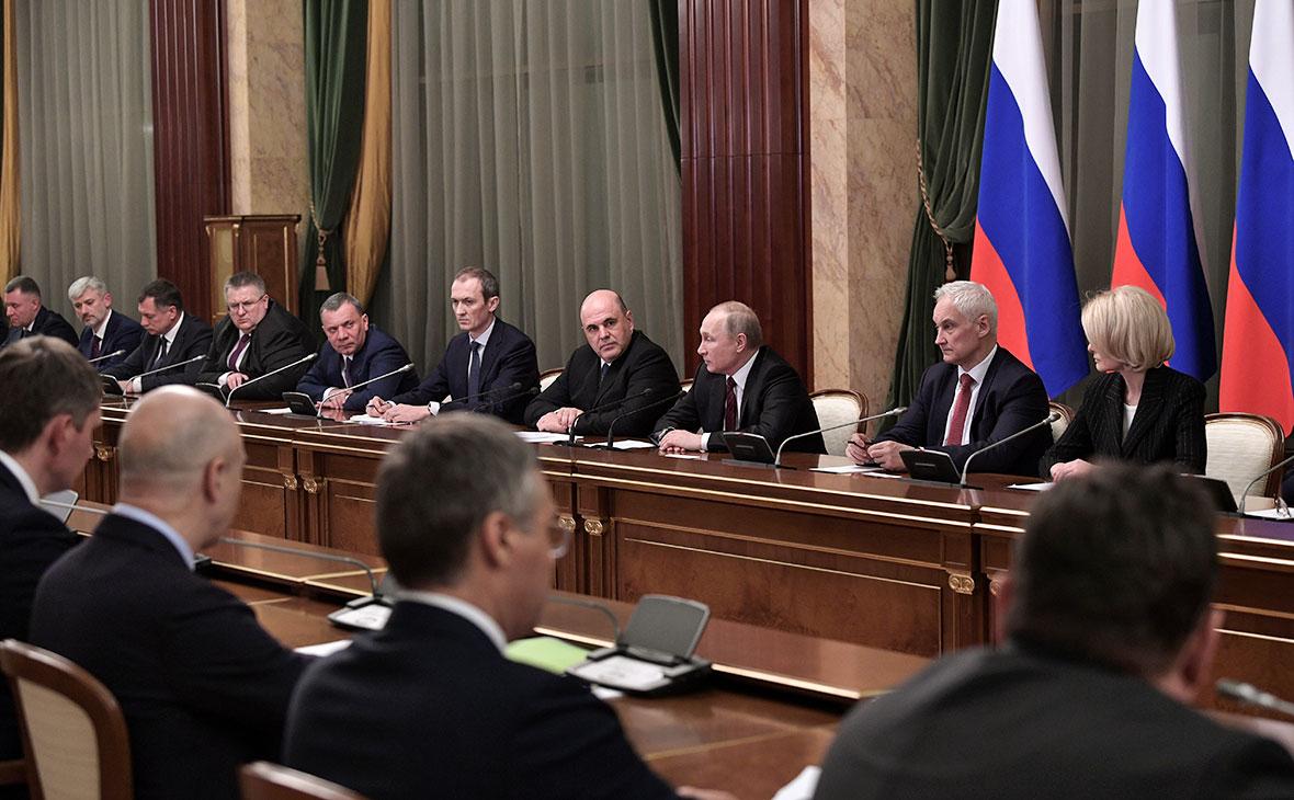 Владимир Путин во время встречи с членами правительства РФ