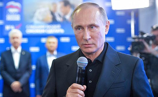 Президент России Владимир Путин вовремя посещения центрального исполнительного комитета штаба «Единой России» вединый день голосования. 18 сентября 2016 года