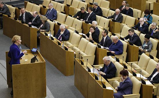 Председатель комитета по безопасности Ирина Яровая (слева) на пленарном заседании Госдумы РФ. Архивное фото