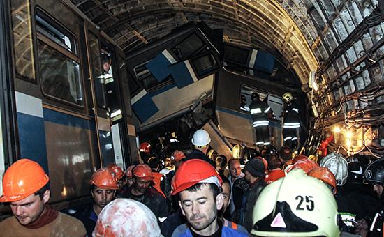 На месте аварии втоннеле между станциями «Славянский бульвар» и«Парк Победы» наАрбатско-Покровской линии. 15июля 2014 года