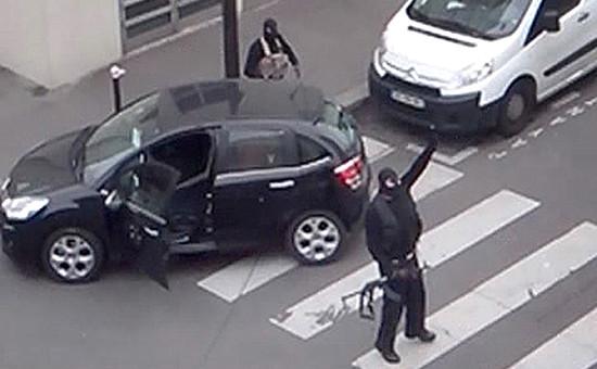 Скриншот любительского видео нападения на журнал Charlie Hebdo